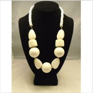 LYDELL NYC CHUNKY ACRYLIC STATEMENT NECKLACE NWT